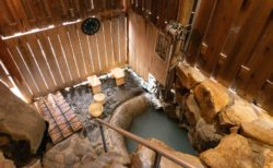 世界でここだけ?世界遺産の温泉・湯の峰温泉『つぼ湯』に入ってみよう