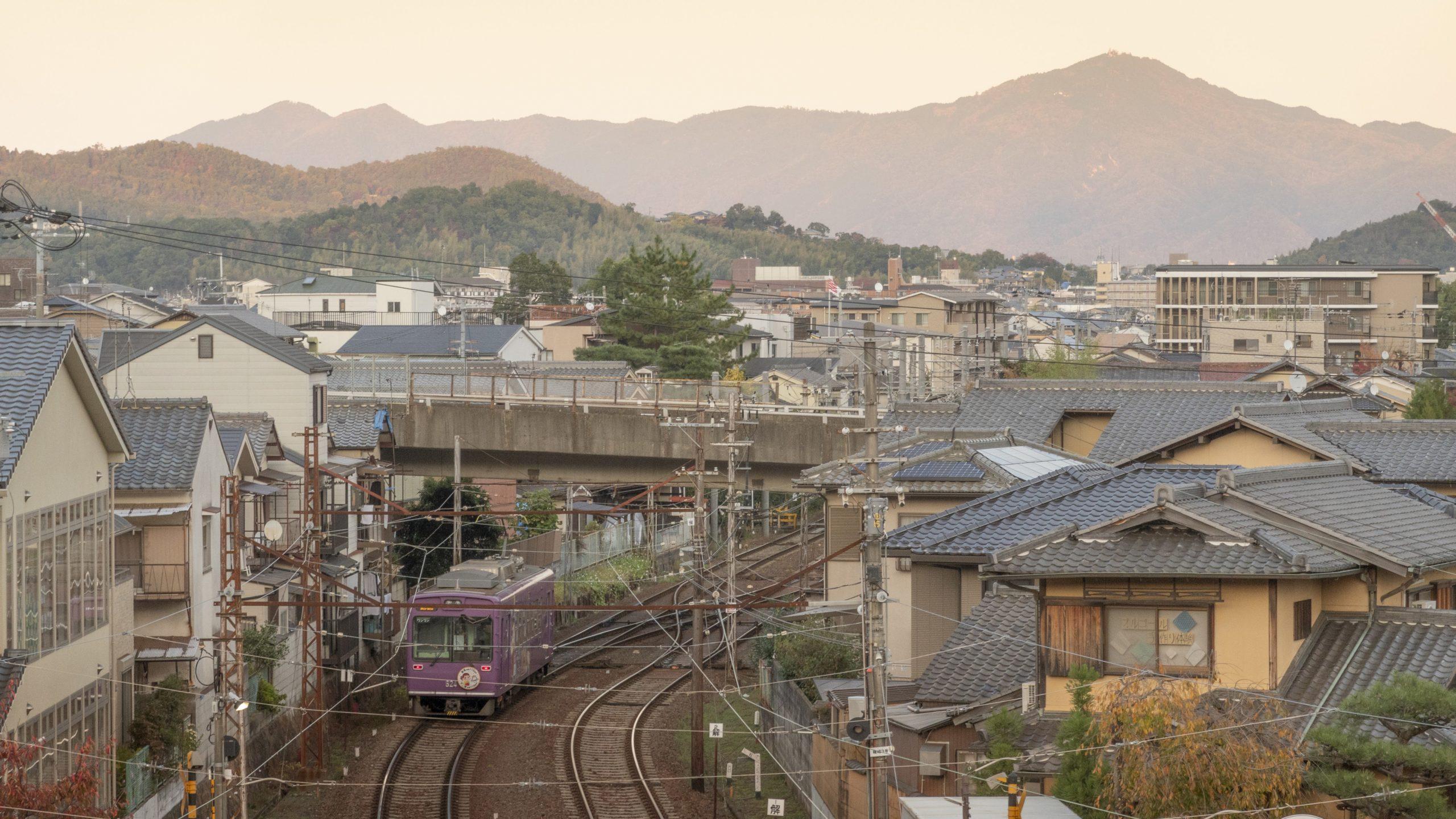 嵐山を見渡す新スポット!嵐電嵐山駅の屋上から紅葉の京都を楽しもう